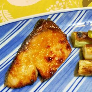 鰤の醤油・塩麹焼き、葱添え