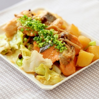 秋鮭とじゃがいも、キャベツの味噌バター焼き
