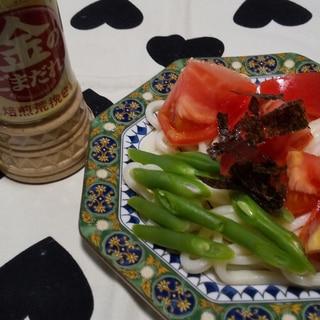 冷やしうどんトマト、インゲン豆のせ