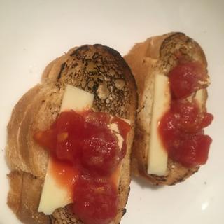 トマトとチーズのブルスケッタ