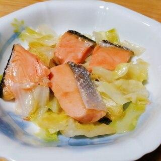 鮭とキャベツのフライパン蒸し
