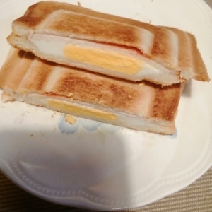 チーズハムエッグのホットサンド