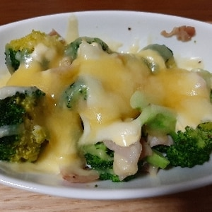 ブロッコリーとベーコンととろ~りチーズのオーブン焼