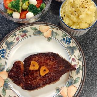 ニンニクチップ、ニンニク油が美味しい!ステーキ