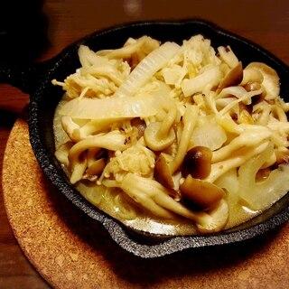 簡単! 新玉ねぎとキノコのガーリックバターソテー☆