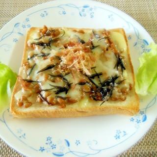 伊勢ひじきと納豆のチーズトースト♪