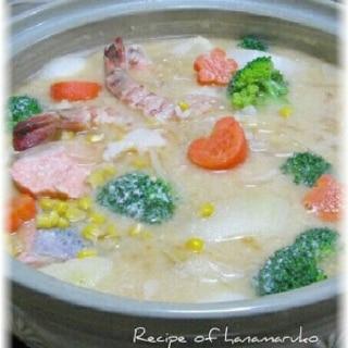 鮭とえび、野菜たっぷり石狩鍋で温まります♪