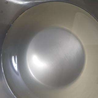 牛スジを煮込んだ時のスープに浮いた油の取り方