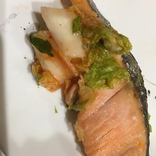 鮭のピリピリから〜いキムチ焼き!