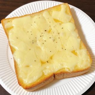 オリーブオイルチーズトースト