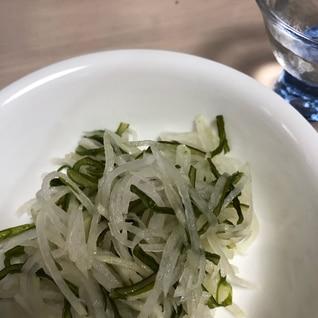 大根と茎わかめの胡麻風味
