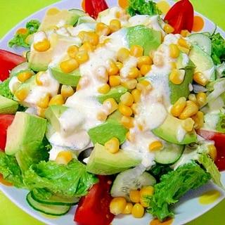 アボカドとコーンのカラフルサラダ