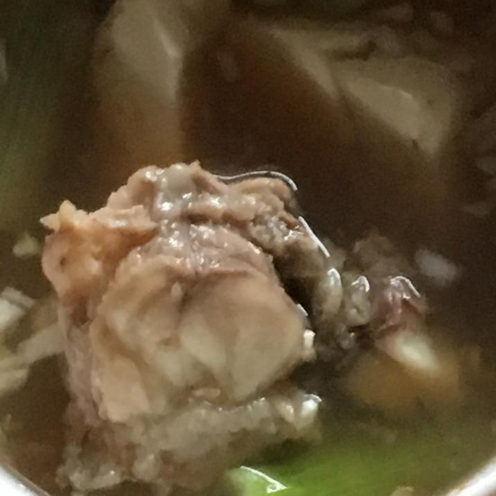 あんこう、大根、人参、椎茸、豆腐、舞茸、ネギの鍋