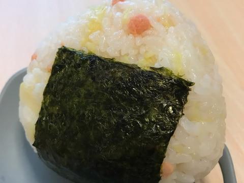 キャベツ鮭マヨおにぎり
