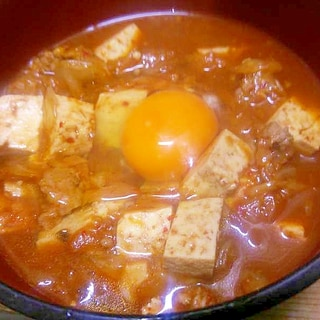豚挽き肉木綿豆腐キムチのチゲ風/月見