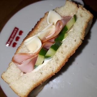 食パン4枚切り~ 忙しい朝もポケットサンド♪