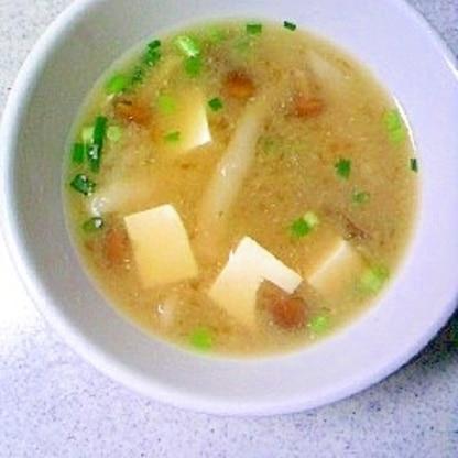 なめこシメジと豆腐の みそ汁