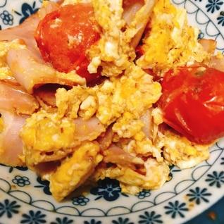 トマトとベーコンの卵炒め