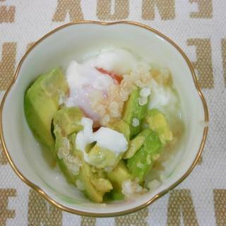 温泉卵とアボカドのサラダ