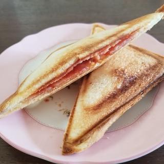 一人ランチ☆ピザチーズとベーコンのホットサンド