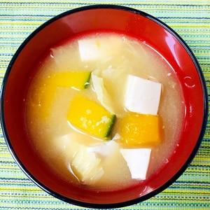 かぼちゃとキャベツと豆腐のお味噌汁