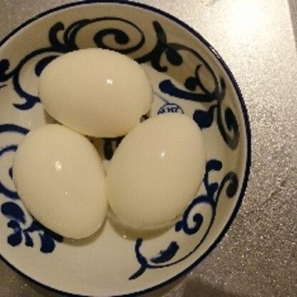 4個作ったのですがすごく1個でむいたら白身も半熟でした。残り3個沸騰させてみました。次は5分5分でやってみます♪ 殻きれいにむけました 。ありがとうございました