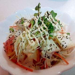 千切り野菜と林檎とかいわれ大根のフレンチサラダ