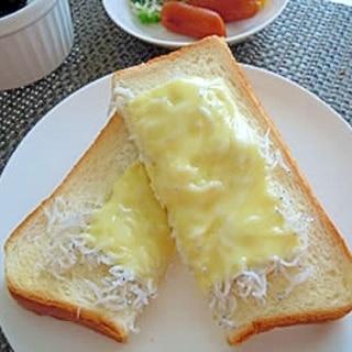 とろ~り☆しらすチーズトースト