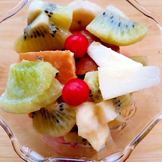キウイ林檎さくらんぼとパンケーキのヨーグルト和え