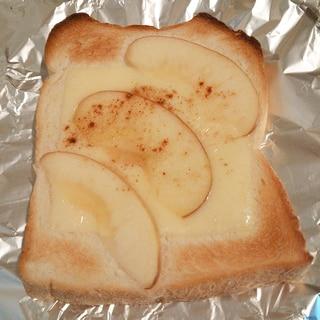 はちみつりんごのチーズトースト