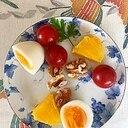 ゆで卵、パイン、ミニトマト、胡桃