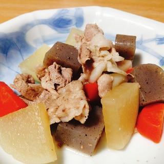 豚肉と大根とこんにゃくと人参の煮物