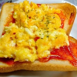 簡単♪とろ~り♪チーズエッグトースト