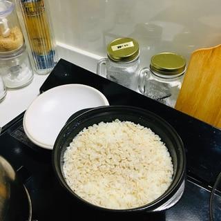 一人用土鍋で炊く麦ご飯
