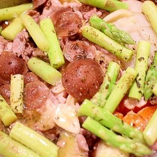 野菜鍋風☆少量の油で作る豚肉と野菜のアヒージョ