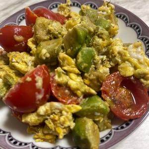 アボカド&トマトの卵とじ