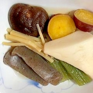 さつま芋、こんにゃく、はんぺん、蕗、椎茸の煮物