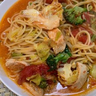 ブロッコリーと春キャベツのトマトスープパスタ