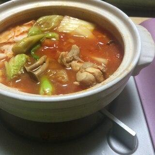 だしでさっぱり美味しい★和風トマト鍋