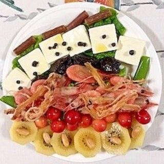 さくらんぼ、クリームチーズ、ボイル海老のサラダ