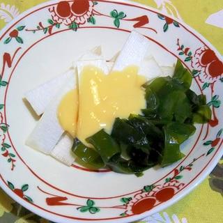 ウドとわかめの黄身酢味噌添え