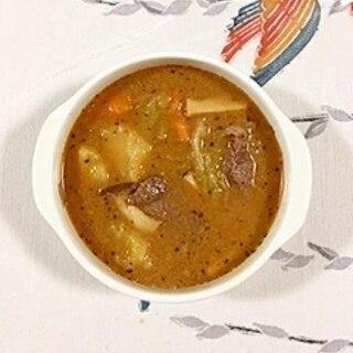 牛角切りのスープカレーにキャベツも入れて