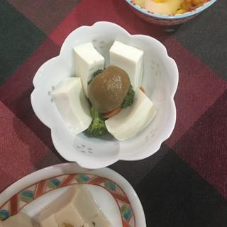 ごまドレッシングの豆腐サラダ