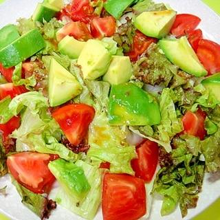 トマトとアボカドレタスのわさび風味サラダ