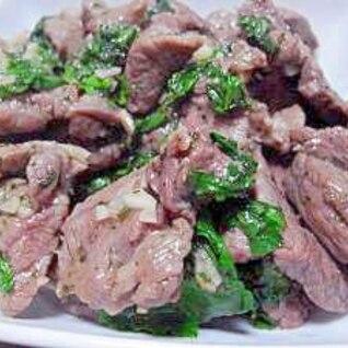 【超簡単】パクチーをたっぷり使ったラム肉の炒め物