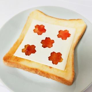 いちごジャムとチーズトースト