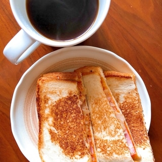 休日の朝に!ハムとチーズのパニーニ★