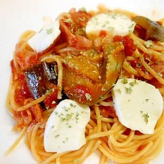 茄子・ベーコンのトマトパスタモッツァレラチーズのせ