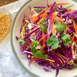 しっとり鶏むね肉とキャベツのベトナムサラダ