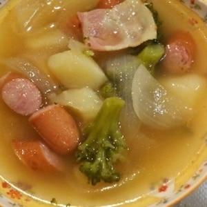 ブロッコリーと玉ねぎジャガイモ入りコンソメスープ